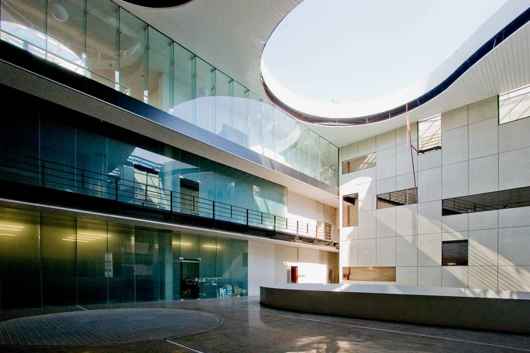 Fotos de edificios de oficinas de estilo translation for Fenix directo oficinas