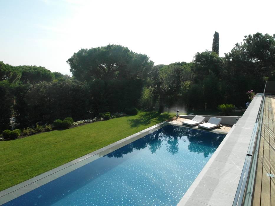 Foto di giardino in stile in stile moderno homify for Decorazione giardini stile 700