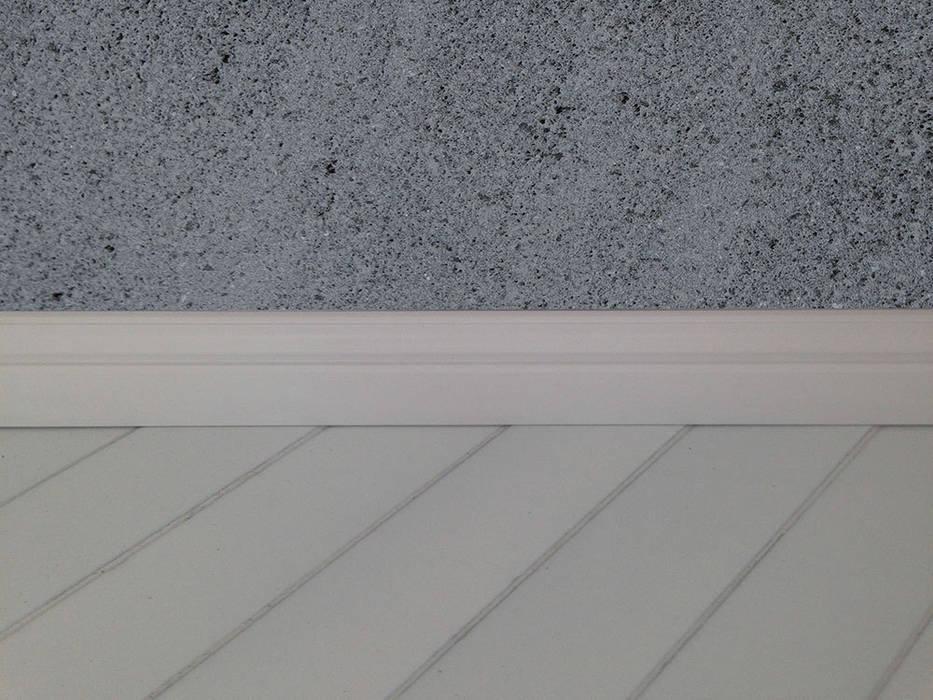 Foto di pareti & pavimenti in stile : rivestimenti a parete e pavimento  homify