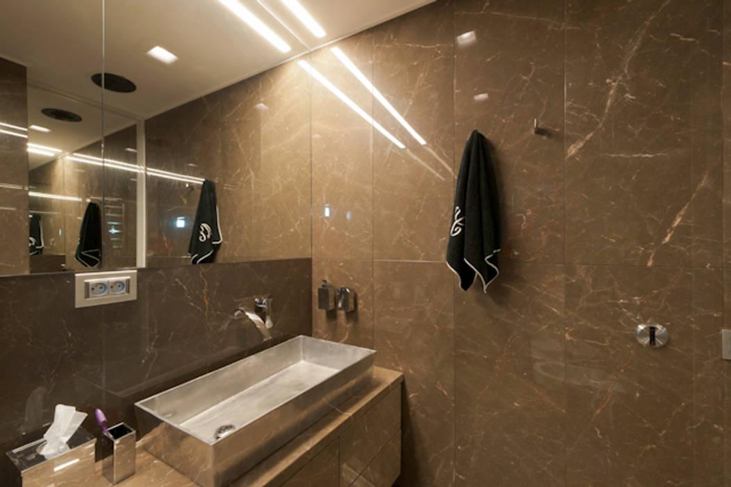 Foto di bagno in stile in stile moderno casa joe bagno for Piani di casa in stile ranch gratis