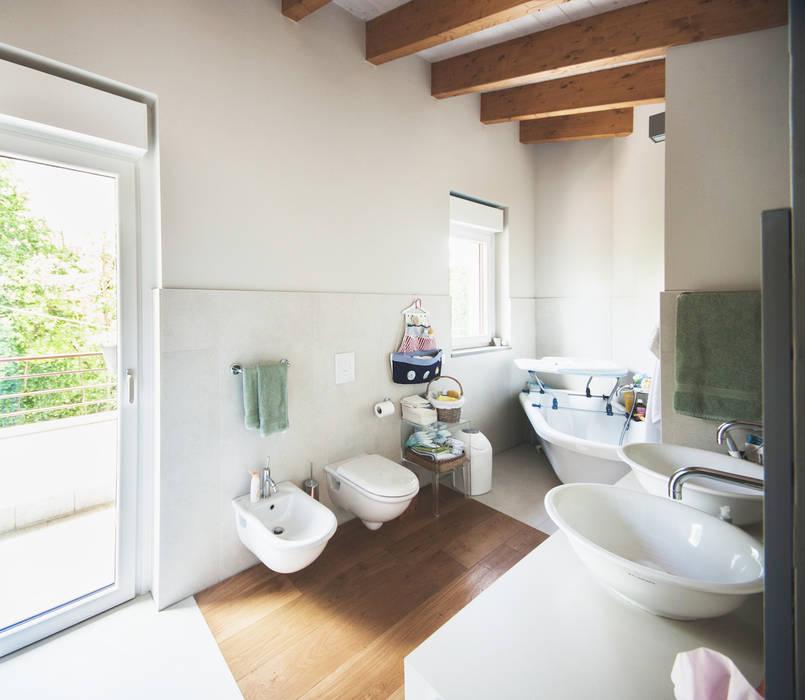 Foto di bagno in stile in stile moderno case terrazze for Decorazione giardini stile 700