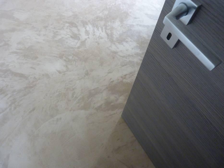 Foto di pareti pavimenti in stile in stile moderno - Pavimento de microcemento ...