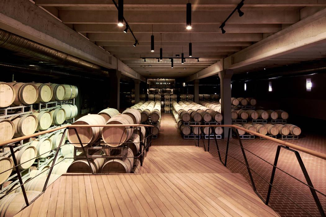 Foto 39 s van een moderne wijnkelder door sanalarc homify - Moderne wijnkelder ...