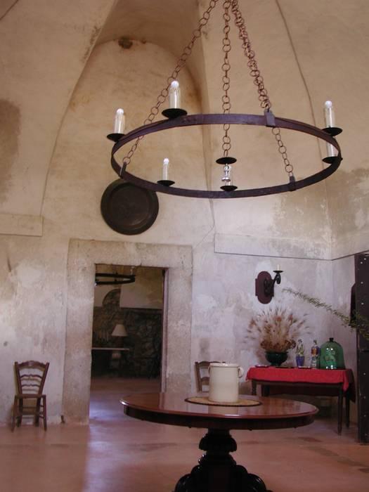 Foto di soggiorno in stile in stile country masseria - Architetto prato ...
