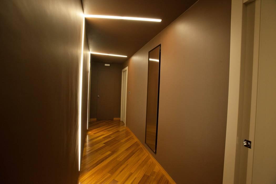 Foto di ingresso corridoio scale in stile in stile for Apri le foto del piano
