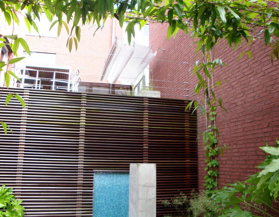 Foto 39 s van een moderne tuin patiotuin zuid holland homify - Luifel ontwerp voor patio ...