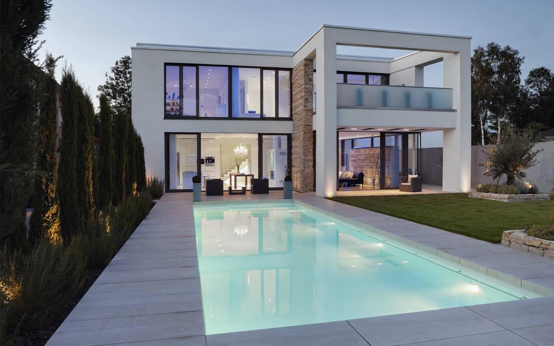 minimalistische h user bilder abendstimmung mit pool homify. Black Bedroom Furniture Sets. Home Design Ideas