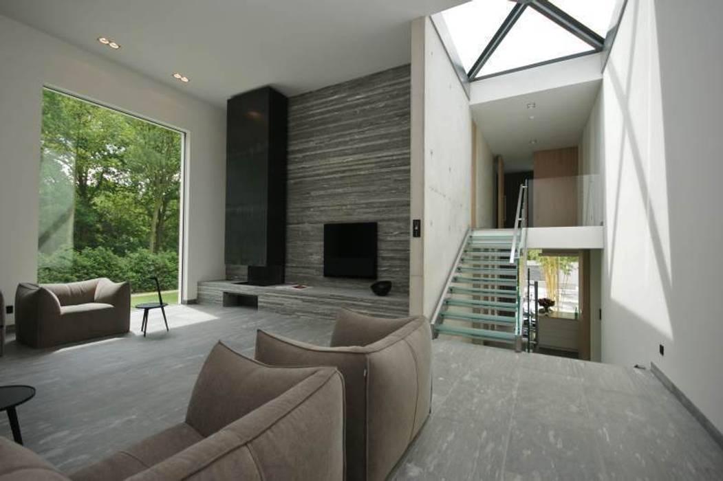 Foto 39 s van een minimalistische woonkamer homify - Lounge warme kleur ...