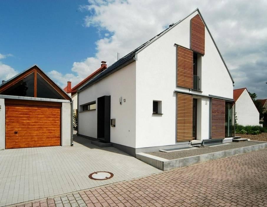 translation missing: id.style.rumah.modern Rumah by architekten lenzstrasse dreizehn