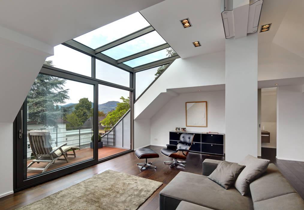 Moderne wohnzimmer bilder dachgeschoss mit glasgaube homify for Moderne bilder wohnzimmer gunstig