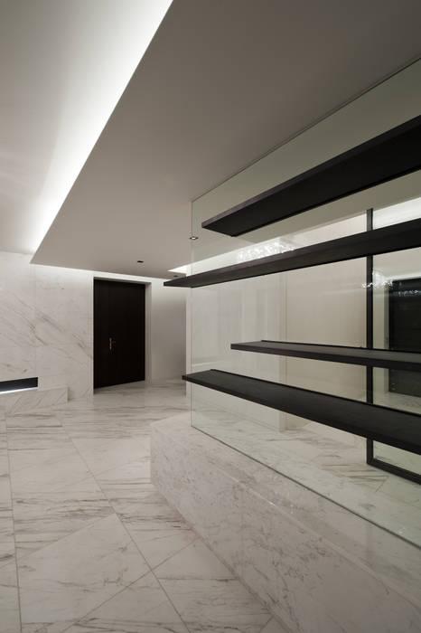 Foto di soggiorno in stile in stile minimalista di design for Soggiorno minimalista