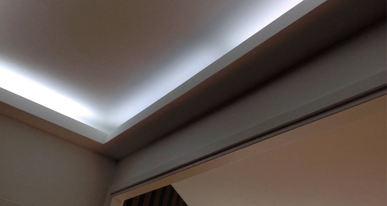 photos de couloir entr e escaliers de style de style moderne corniche lumineuse sur homify. Black Bedroom Furniture Sets. Home Design Ideas