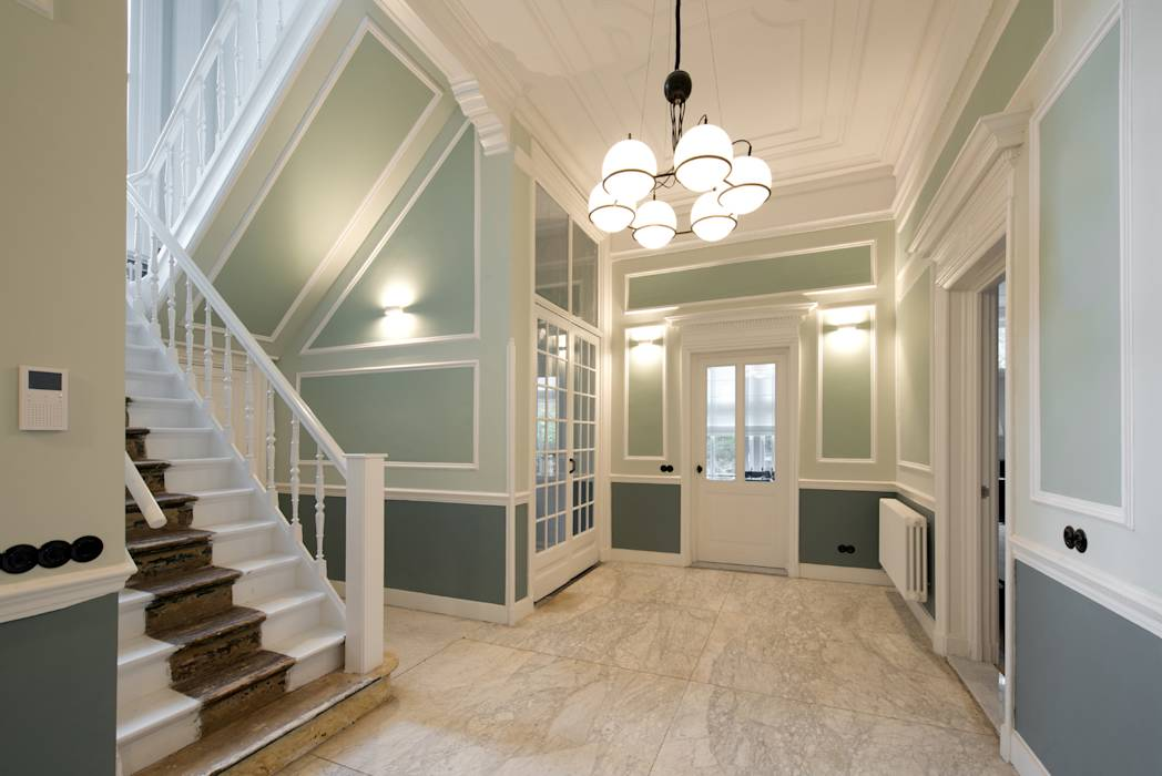 Foto 39 s van een klasieke gang hal trappenhuis renovatie herenhuis te den haag homify - Deco van de gang ...