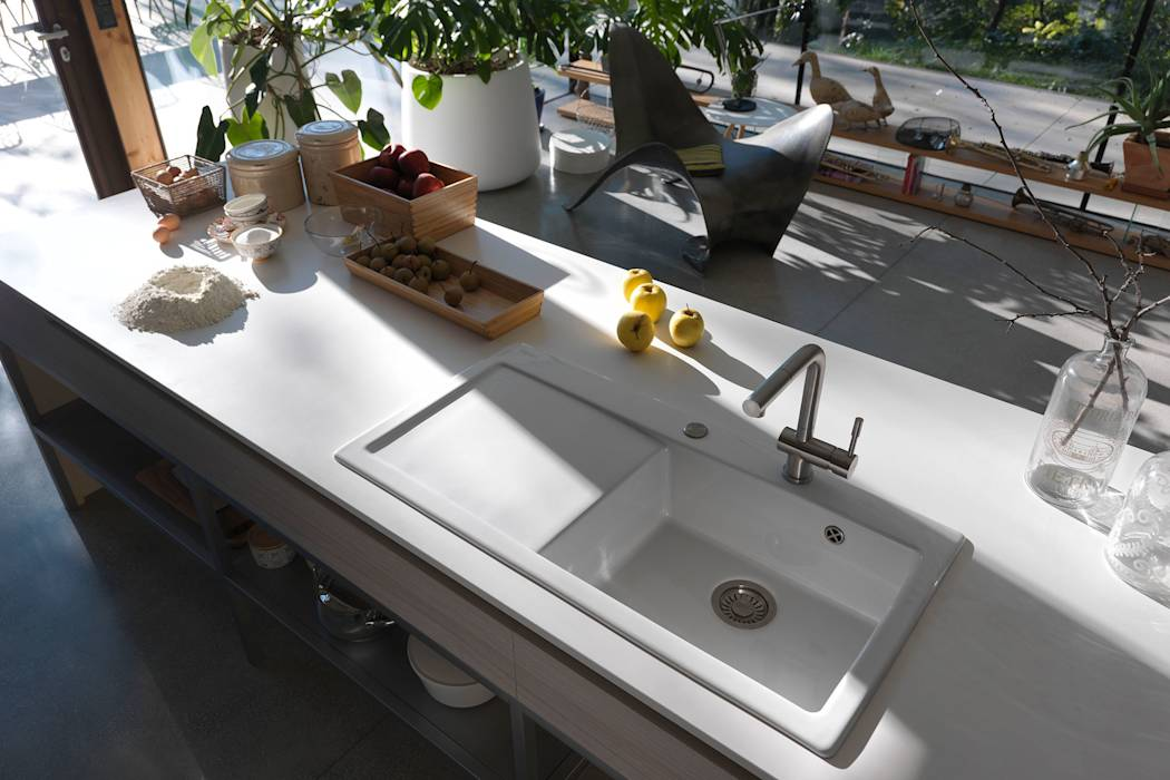 moderne k che bilder keramiksp le mythos mit extra gro em becken homify. Black Bedroom Furniture Sets. Home Design Ideas