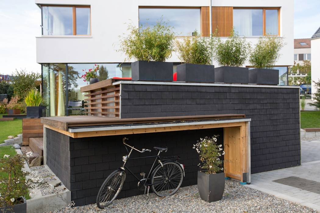 moderne h user bilder carport mit fahrrad berdachung und terrasse homify. Black Bedroom Furniture Sets. Home Design Ideas