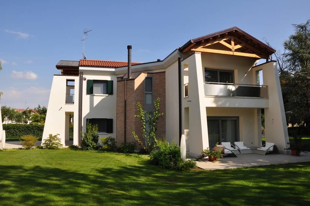 Foto di case in stile in stile moderno ville in centro for Ville stile moderno