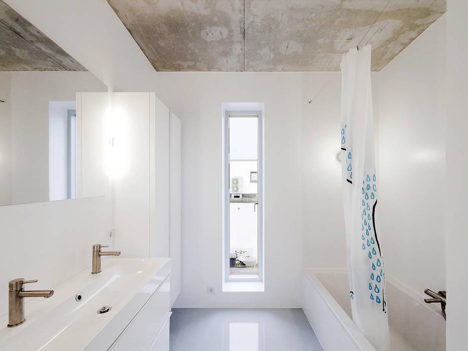 minimalistische badezimmer bilder keine fliesen homify. Black Bedroom Furniture Sets. Home Design Ideas