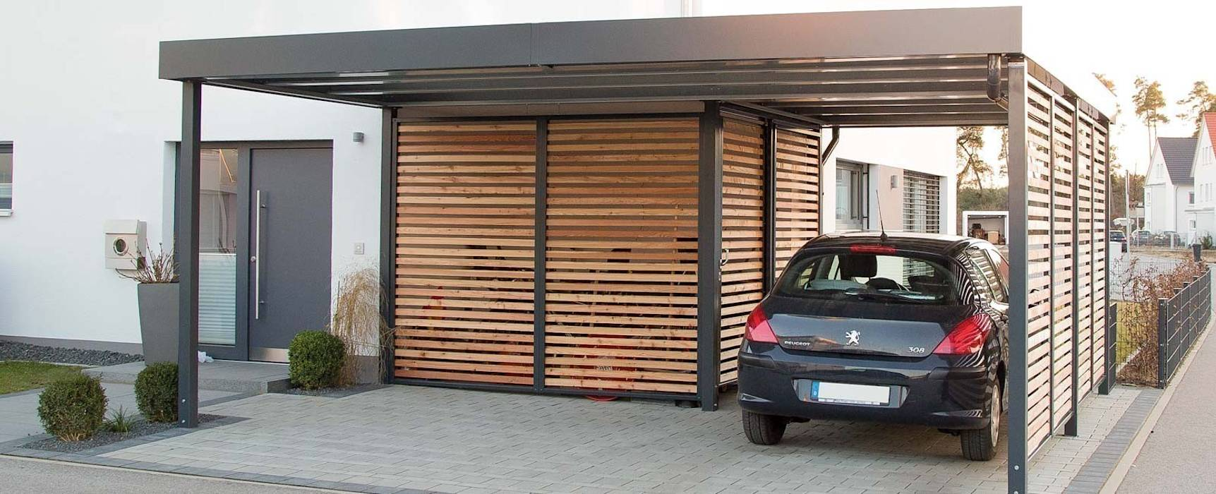 moderne garage schuppen bilder carport mit integriertem. Black Bedroom Furniture Sets. Home Design Ideas