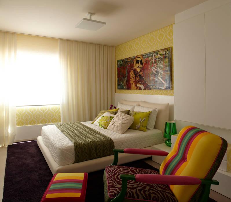 Projekty, translation missing: pl.style.sypialnia.nowoczesny Sypialnia zaprojektowane przez Lovisaro Arquitetura e Design