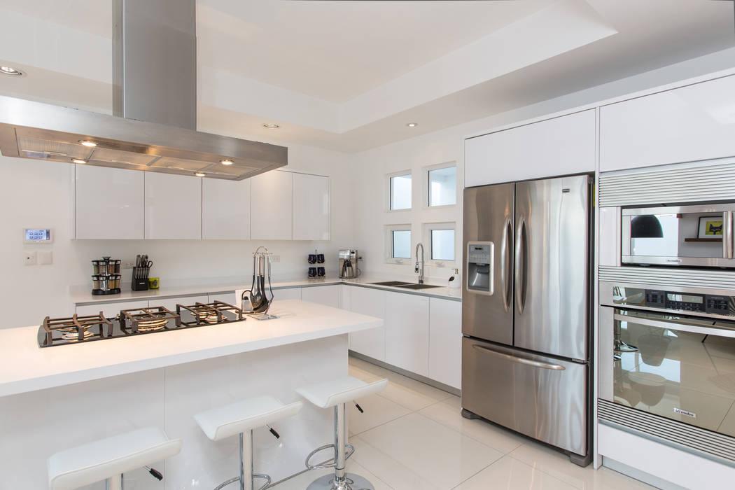 Fotos de cocinas de estilo minimalista casa rr8 homify for Imagenes de casas estilo minimalista