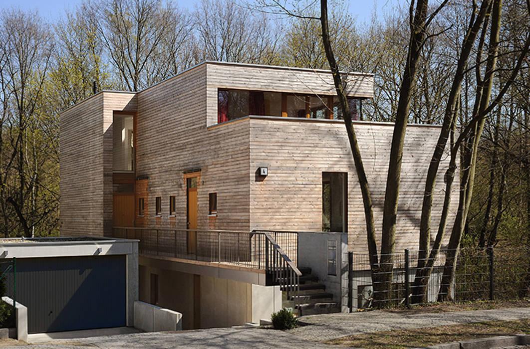 Habitações translation missing: pt.style.habitações.moderno por Carlos Zwick Architekten