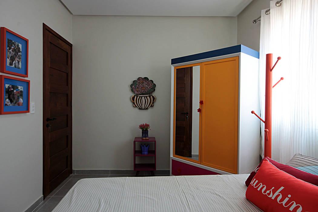 Projekty, translation missing: pl.style.sypialnia.egzotyczny Sypialnia zaprojektowane przez Celia Beatriz Arquitetura