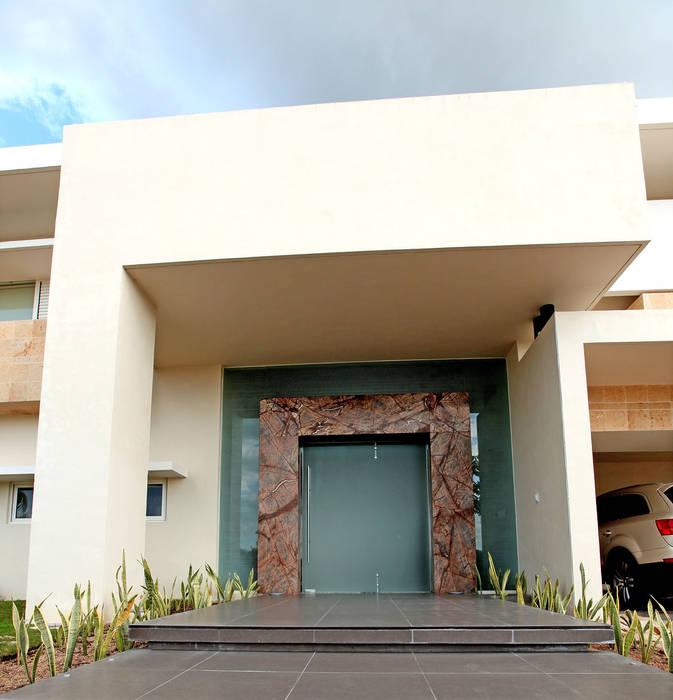 Fotos de casas de estilo minimalista portico homify for Estilos de casas arquitectura