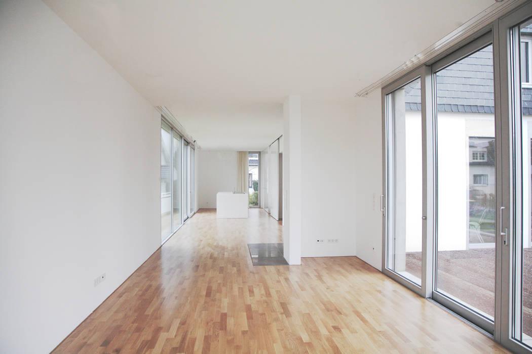 moderne wohnzimmer bilder einfamilienhaus in duisburg. Black Bedroom Furniture Sets. Home Design Ideas