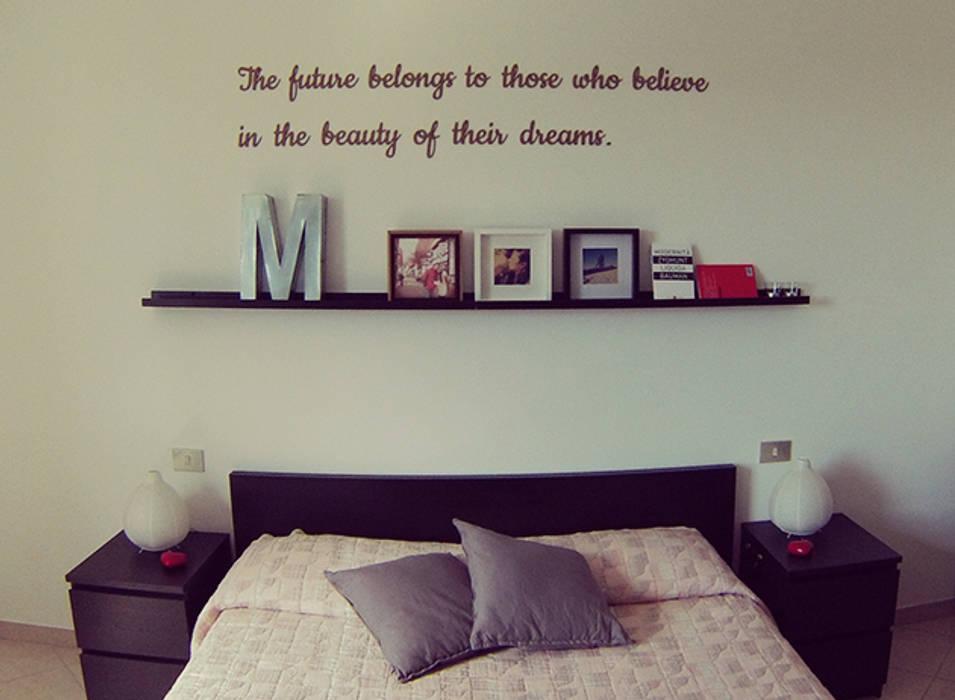 Foto di camera da letto in stile in stile moderno - Decorazioni muro camera da letto ...