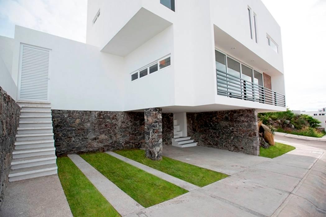 Fachada: Casas de estilo minimalista por JF ARQUITECTOS