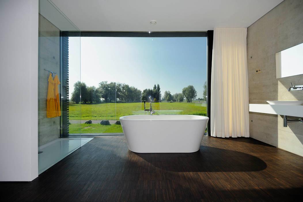 Moderne badezimmer bilder badezimmer mit ausblick homify - Bilder moderne badezimmer ...