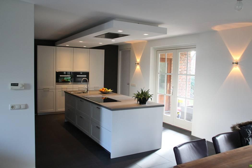 Foto 39 s van een moderne keuken modern kookeiland homify - Fotos moderne keuken ...