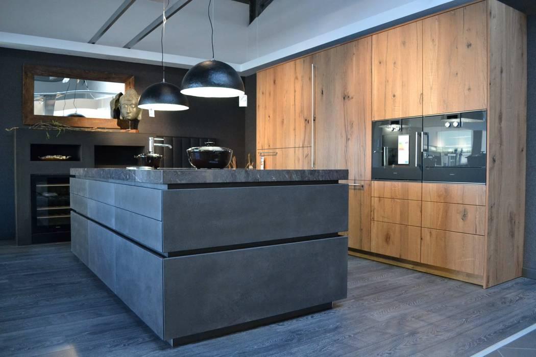 moderne Küche Bilder: eggersmann Beton dunkel mit Altholz Eiche ...