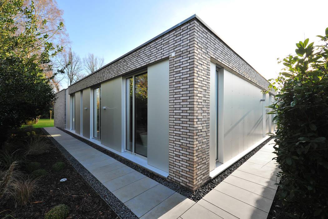 moderne h user bilder das atriumhaus homify. Black Bedroom Furniture Sets. Home Design Ideas