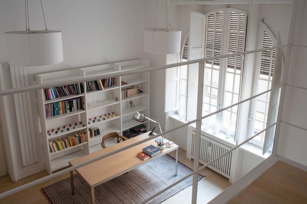 Foto di soggiorno in stile in stile minimalista casa c d for Soggiorno minimalista