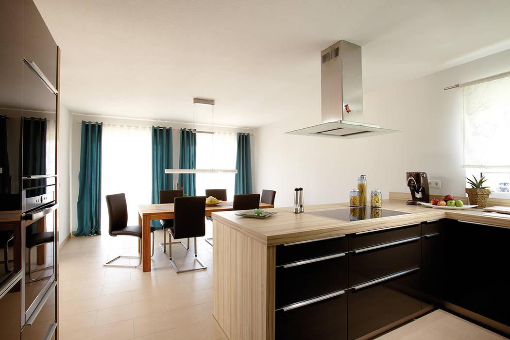 Kleine Kücheninsel Mit Arbeitsplatte Aus Naturstein Mit Abspülbecken
