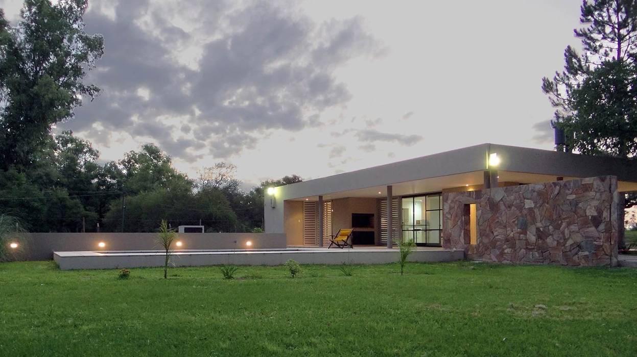 Fotos de casas de estilo moderno homify - Casa de fin de semana ...