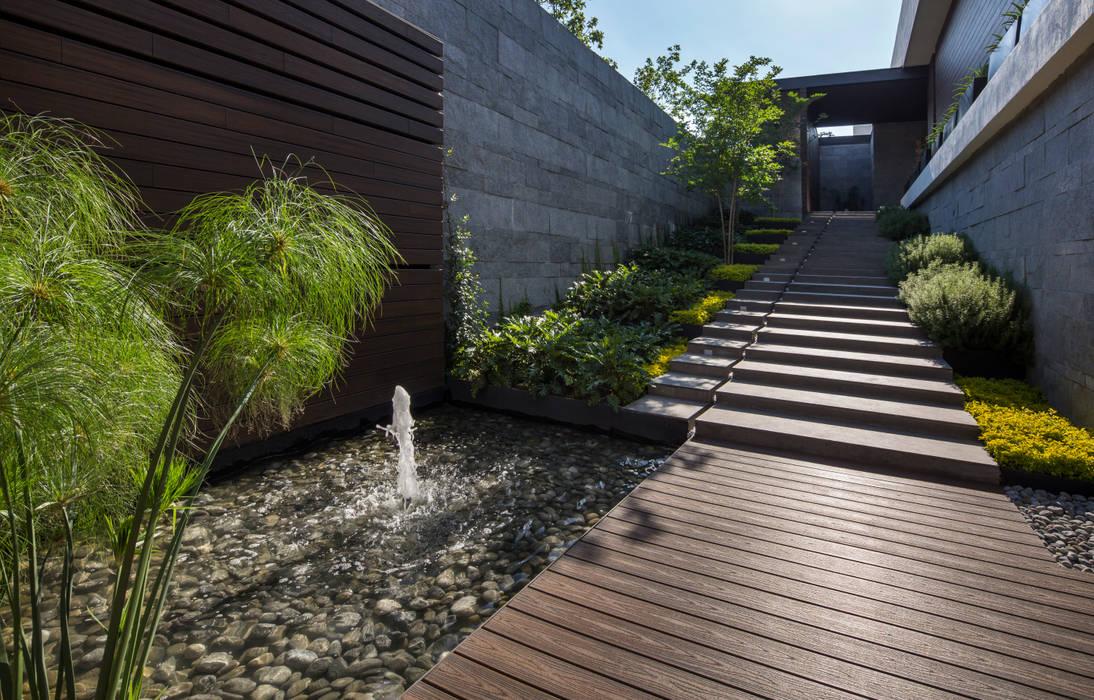 Fotos de jardines de estilo moderno casa mt homify for Casa de arquitecto moderno