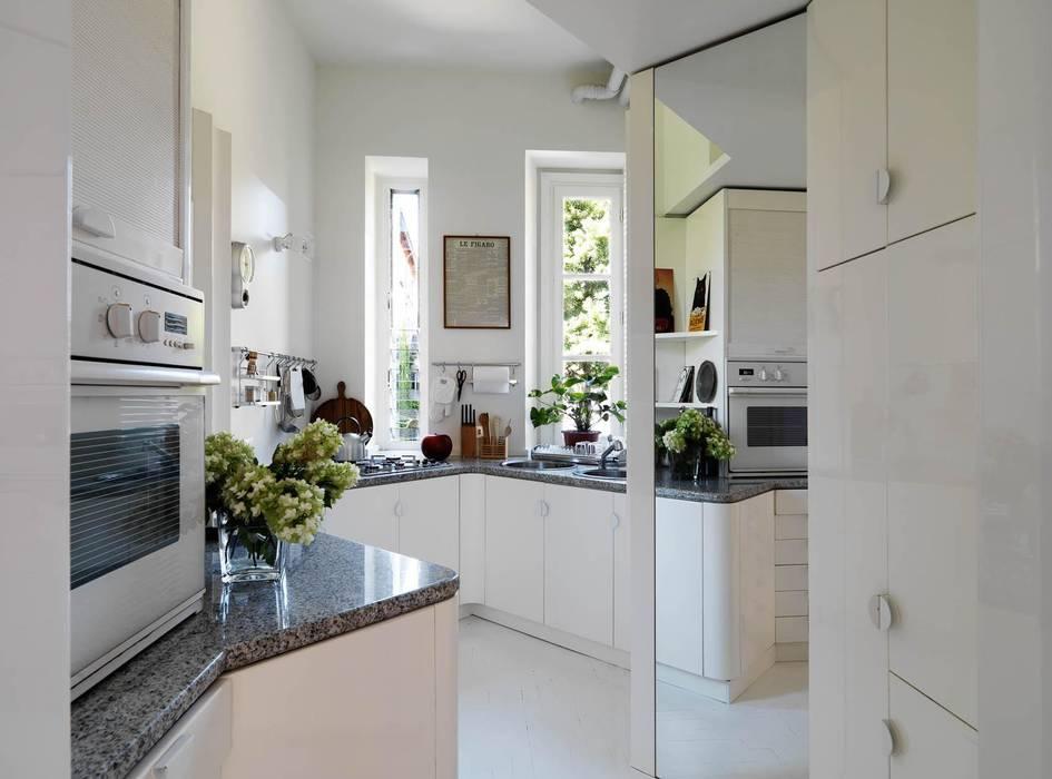Foto di cucina in stile in stile moderno appartamento a - Architetto a milano ...