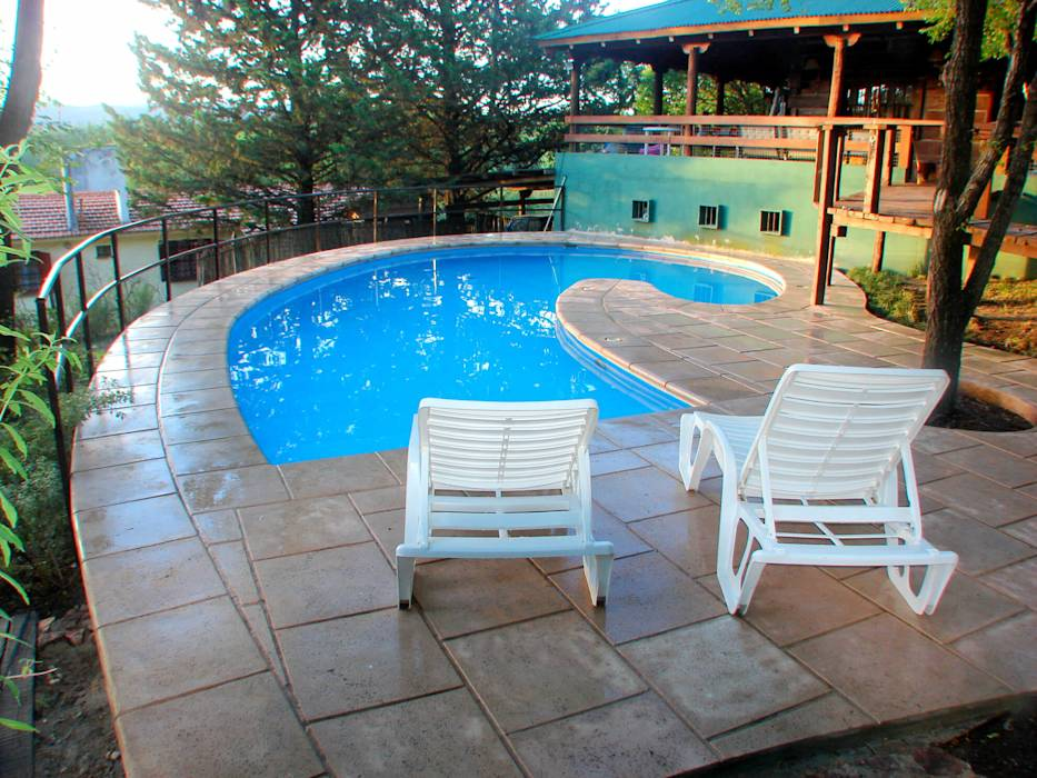 Fotos de albercas de estilo moderno de piscinas scualo for Estilos de piscinas
