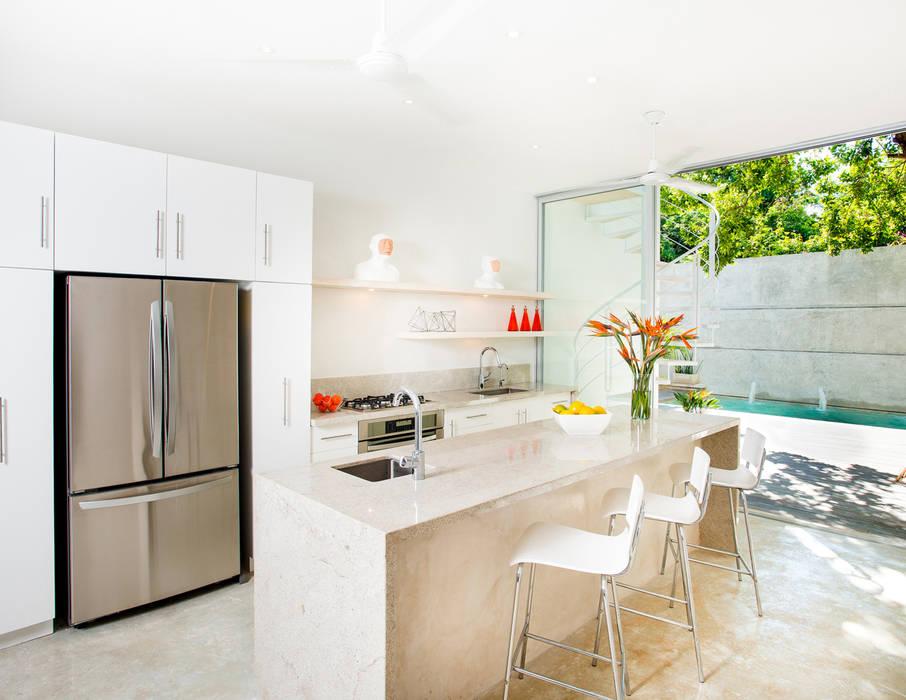 Fotos de cocinas de estilo moderno cocina b h45 homify for Cocinas homify