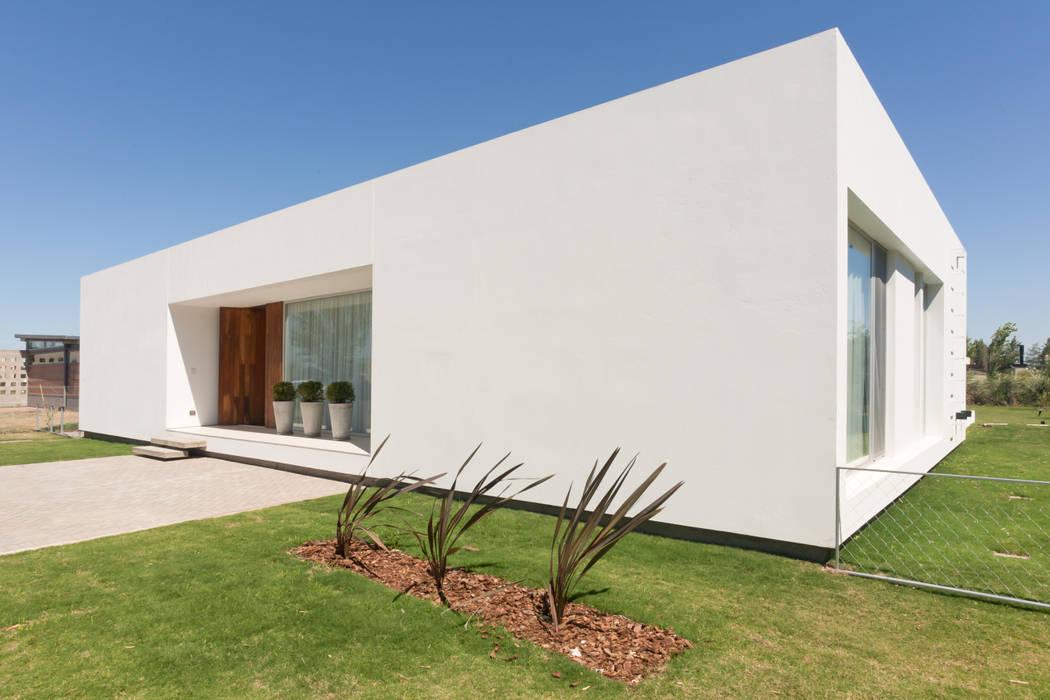 Fotos de casas de estilo moderno de vismaracorsi for Arquitectos para casas
