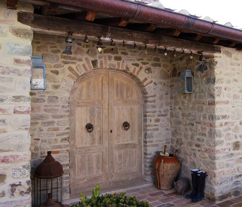 translation missing: id.style.windows-doors-.rustic Windows & doors  by Porte del Passato