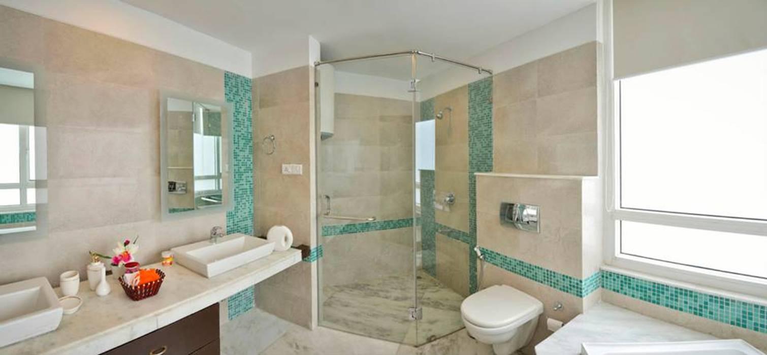 J. P. GREENS FLAT: modern Bathroom by Spaces Architects@ka