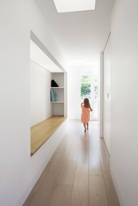photos de couloir entr e escaliers de style de style scandinave oh oui r novation. Black Bedroom Furniture Sets. Home Design Ideas