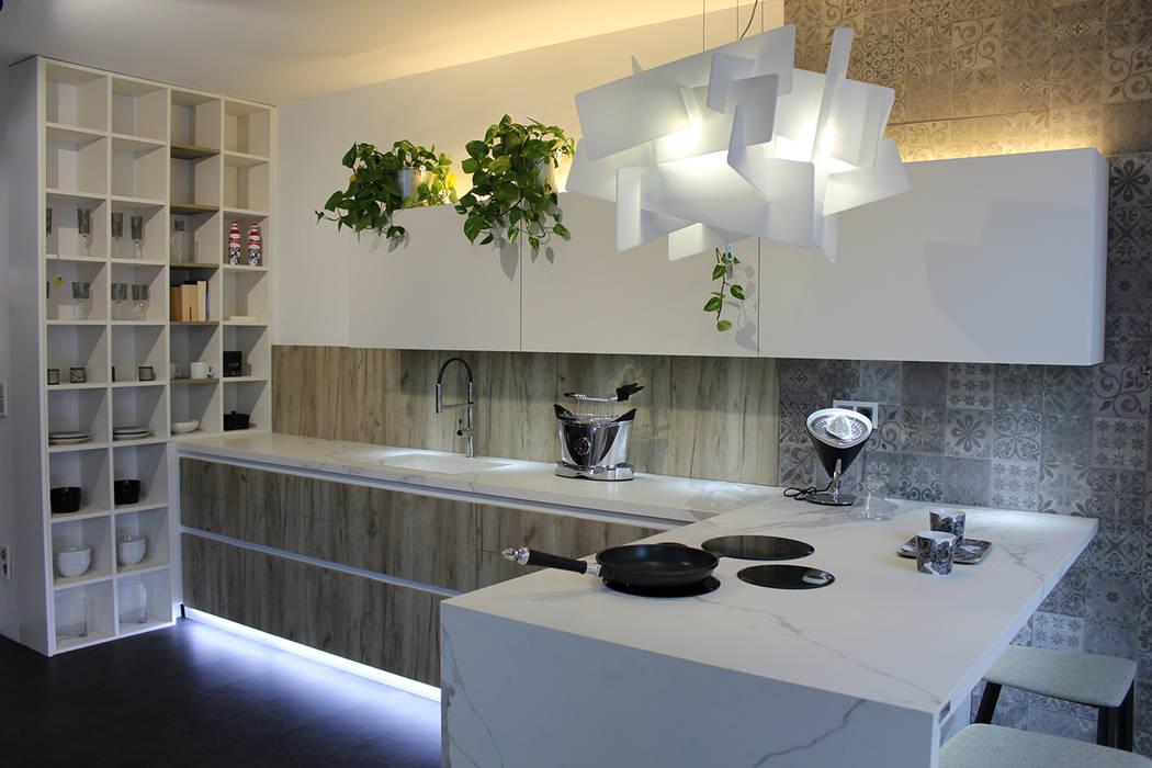 Cocinas de estilo moderno por MOBIMAR INTERIORISMO