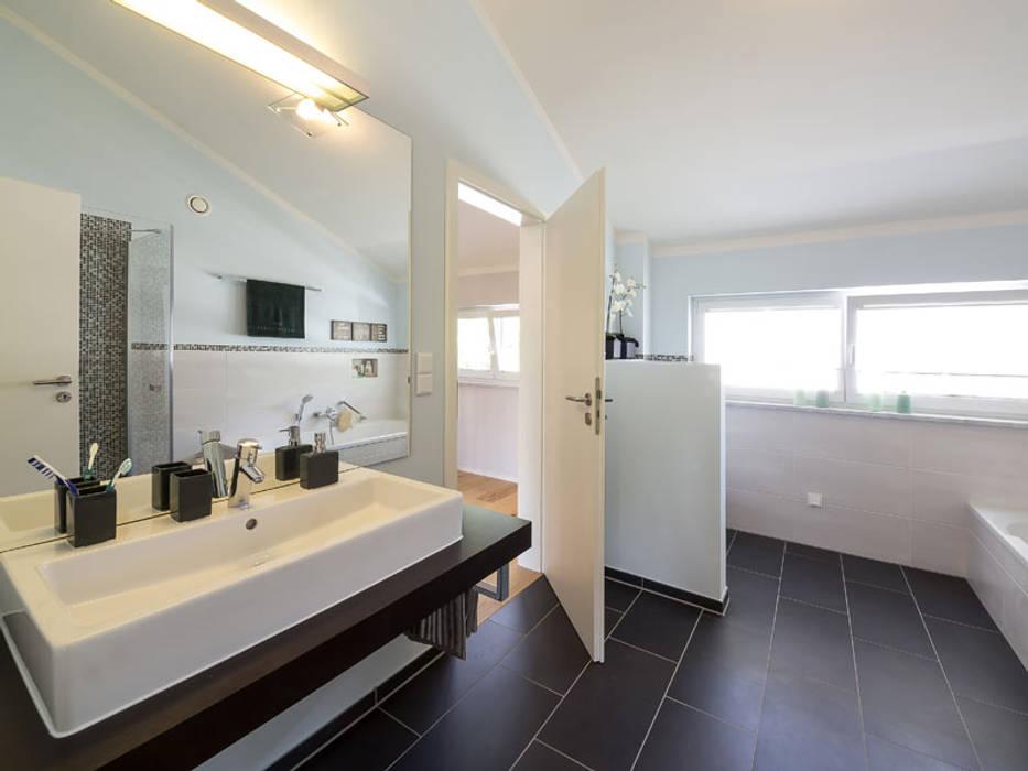 Moderne badezimmer bilder musterhaus mannheim 159 homify - Bilder moderne badezimmer ...