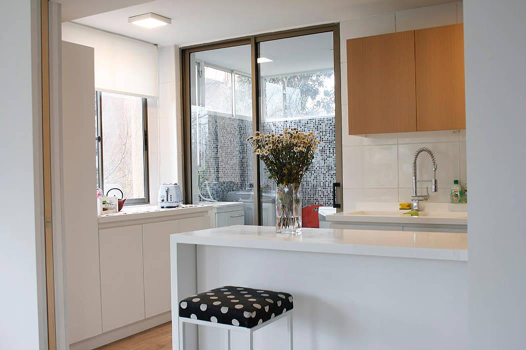 Fotos de cocinas de estilo escandinavo cocinas homify for Dosde espacio cocinas