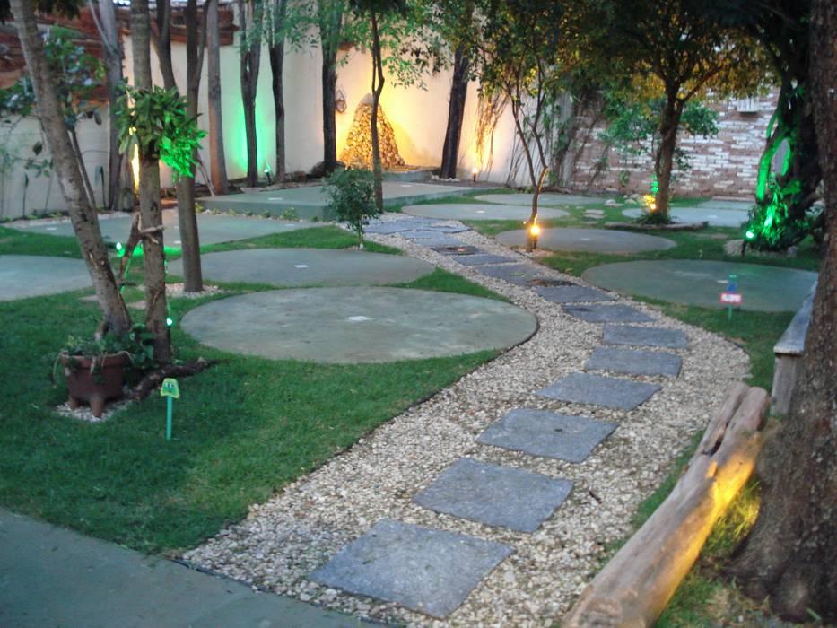 Fotos de jardines de estilo r stico restaurante orange for Jardines rusticos fotos