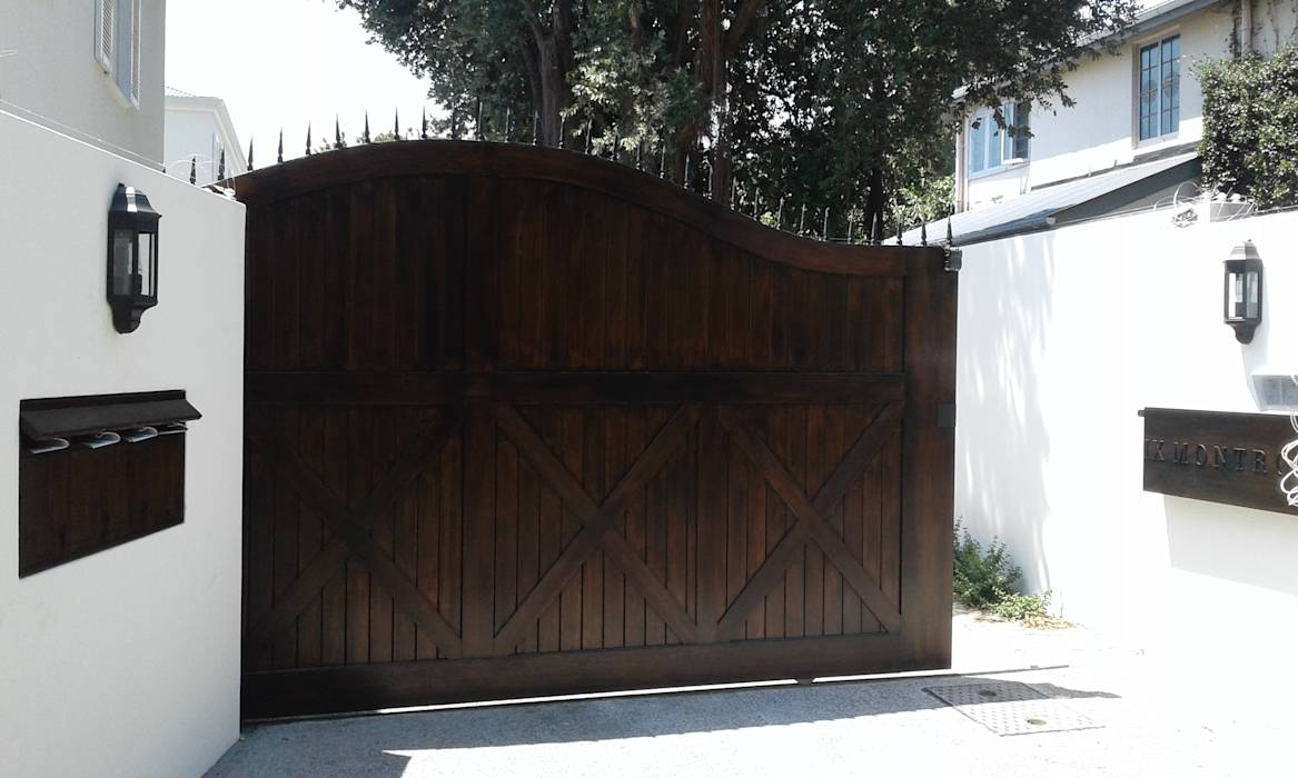 Arched Meranti Sliding Gate : classic Windows & doors by Window + Door Store Cape